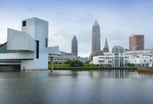 travel nursing locations - 15 places to see before you die - image of cleveland ohio skyline