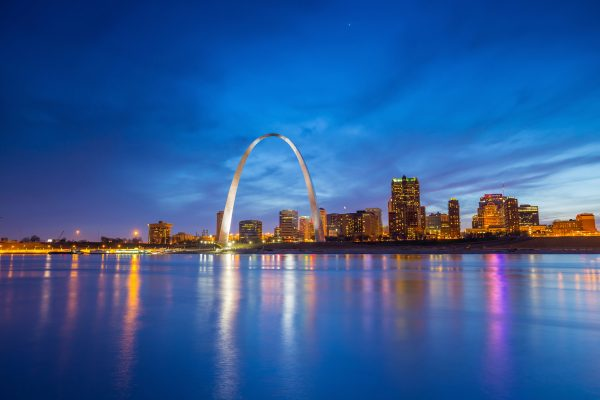 travel nursing locations - 15 places to see before you die - image of st. louis missouri skyline