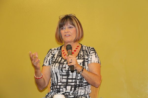 a fulfilling new life in travel nursing - image of nurse nancy abelson addressing the rnnetwork recruiting team