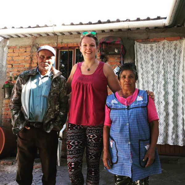 RNnetwork - emergency medicine travel nurse karen lathers with villagers in Mexico