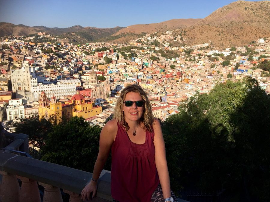 RNnetwork - emergency medicine travel nurse - featured image of emergency medicine travel nurse Karen Lathers on humanitarian trip in Mexico
