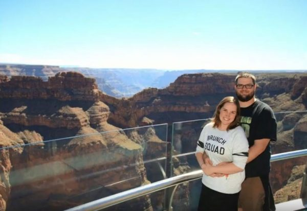 RNnetwork - neonatal travel nurse - image of Bryan Flake and his wife visiting the Grand Canyon on assignment