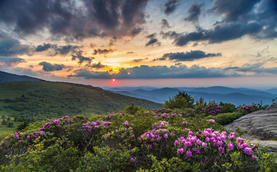 RNnetwork - travel nursing in north carolina - featured image of sunset over north carolina's blue ridge mountains