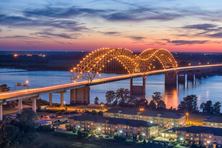 RNnetwork - travel nursing in Arkansas - featured image of the Hernando de Soto bridge connecting Arkansas and Tennessee