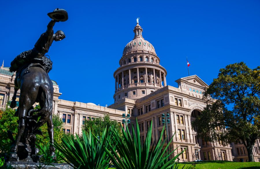RNnetwork - travel nursing in Texas - featured image of the Texas state capitol building